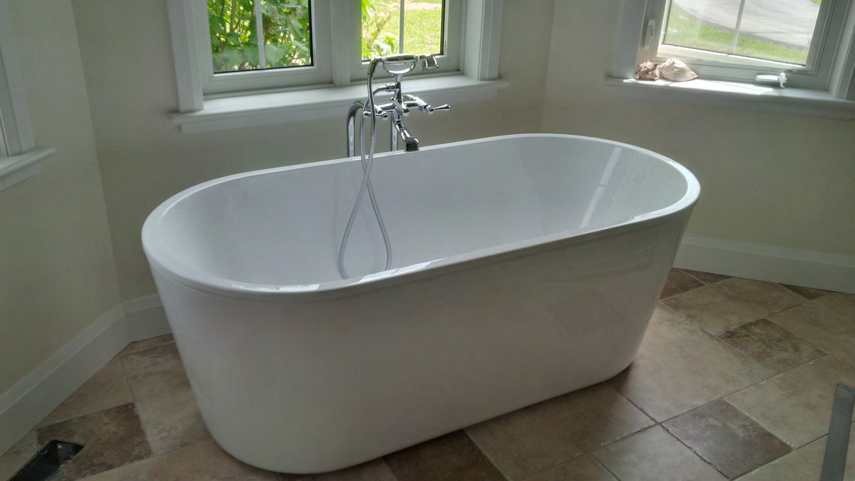 Image of: Free Standing Bathtub Dimensions Idea