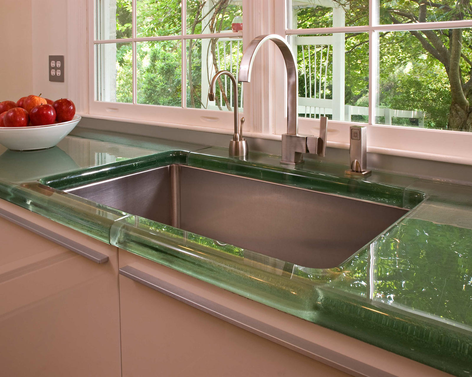 Image of: Glass Kitchen Countertops Pros And Cons