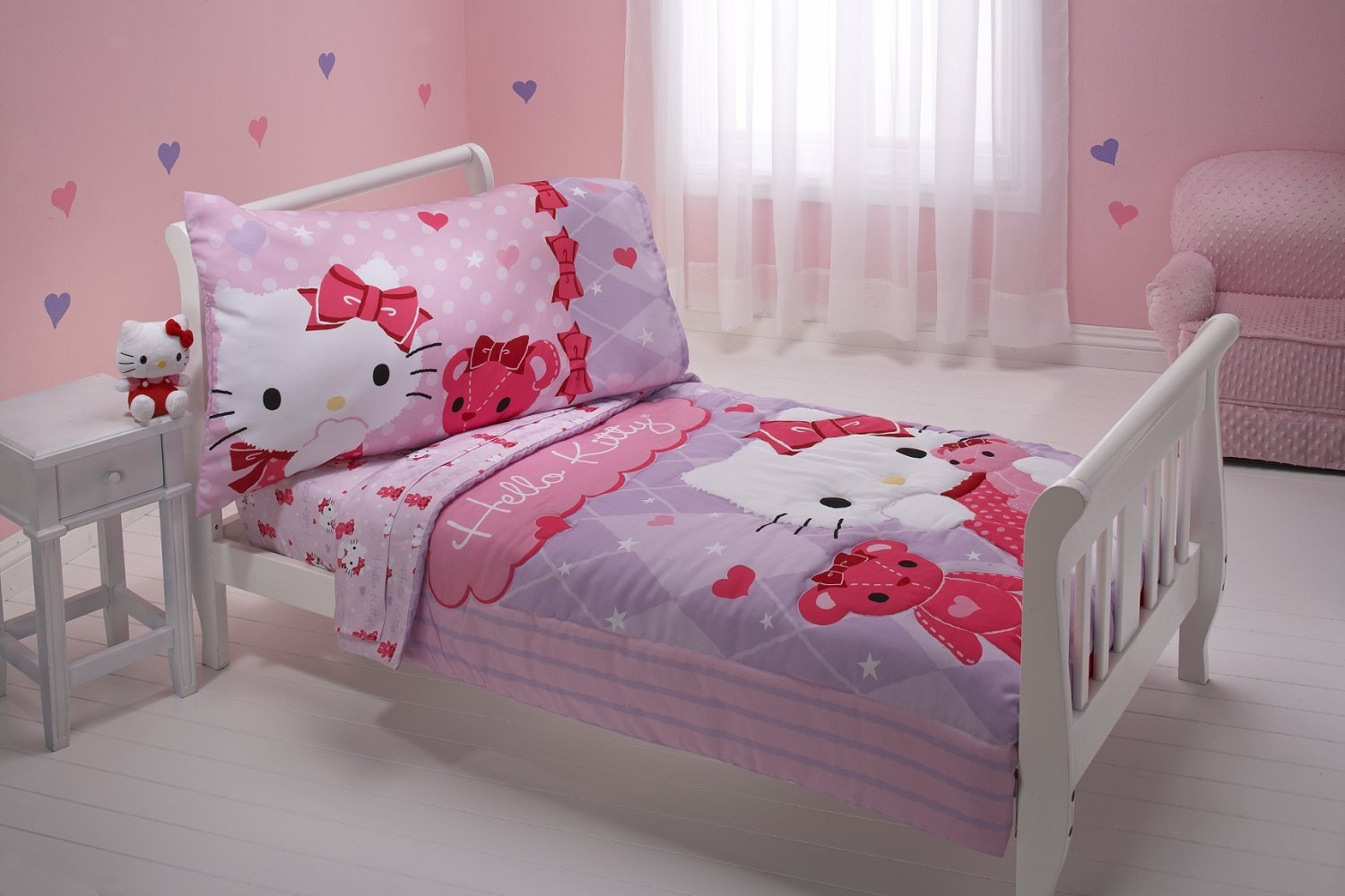Image of: Hello Kitty Bedroom Set Queen