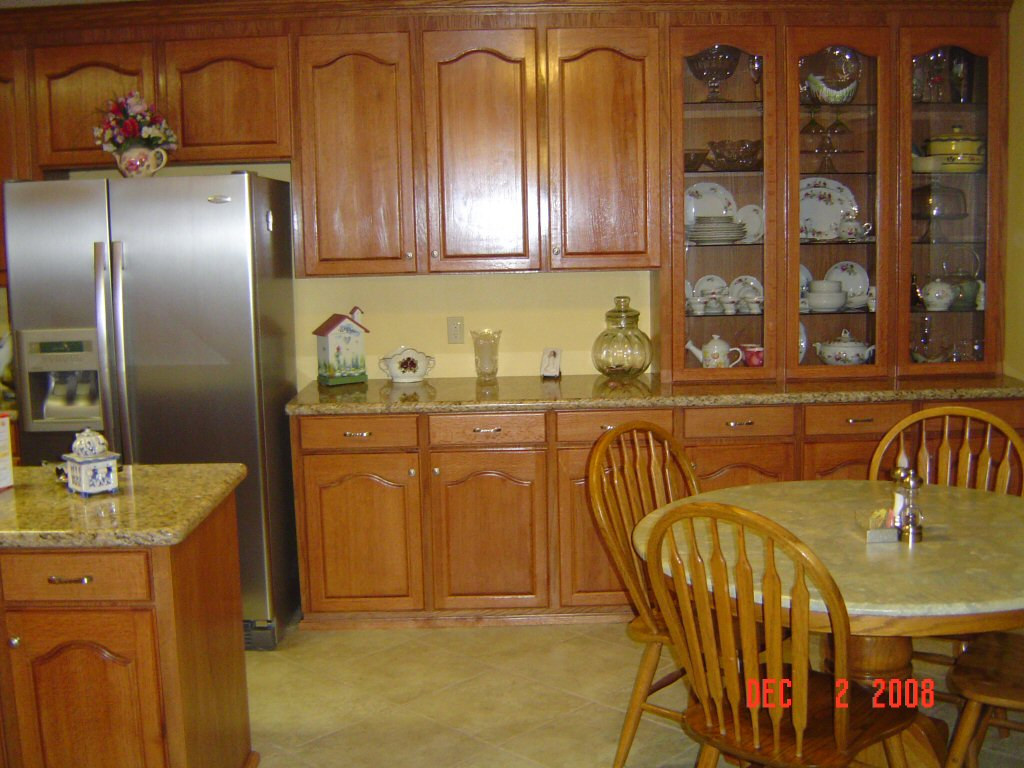 Image of: Kitchen With Oak Cabinets Design Ideas