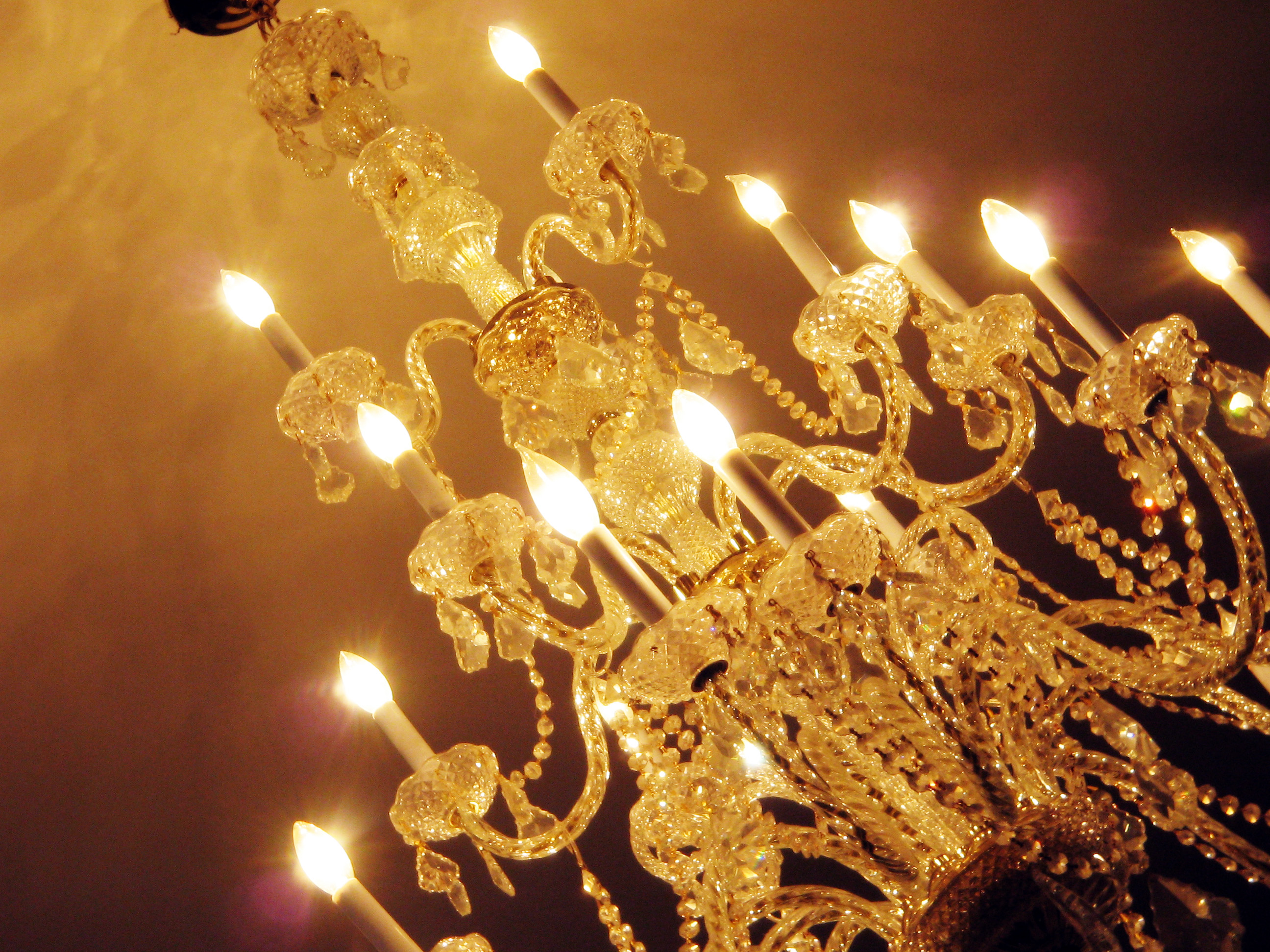 Image of: Large Contemporary Chandeliers
