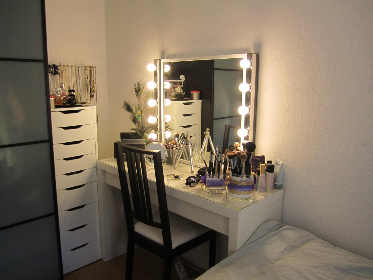 Image of: Makeup Vanity Furniture