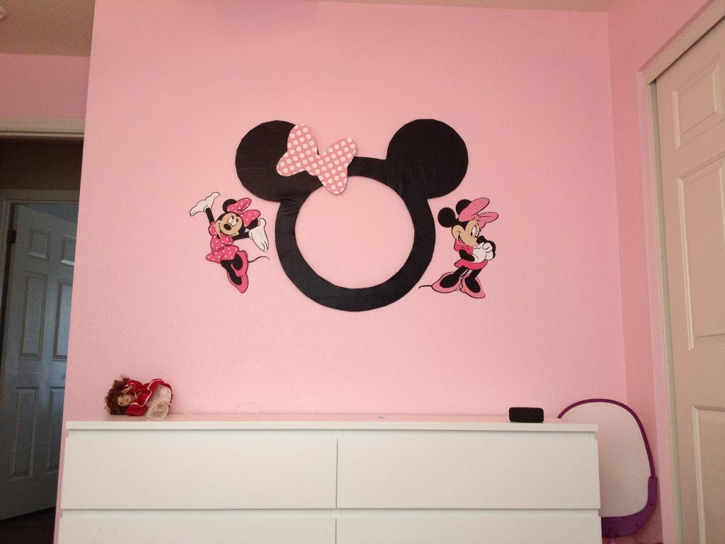 Image of: Mickey And Minnie Mouse Bedroom Decor
