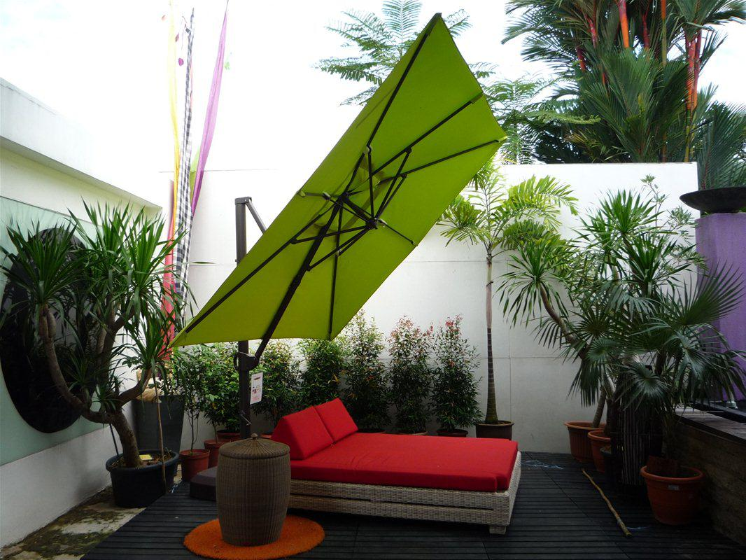 Image of: Outdoor Cantilever Umbrella