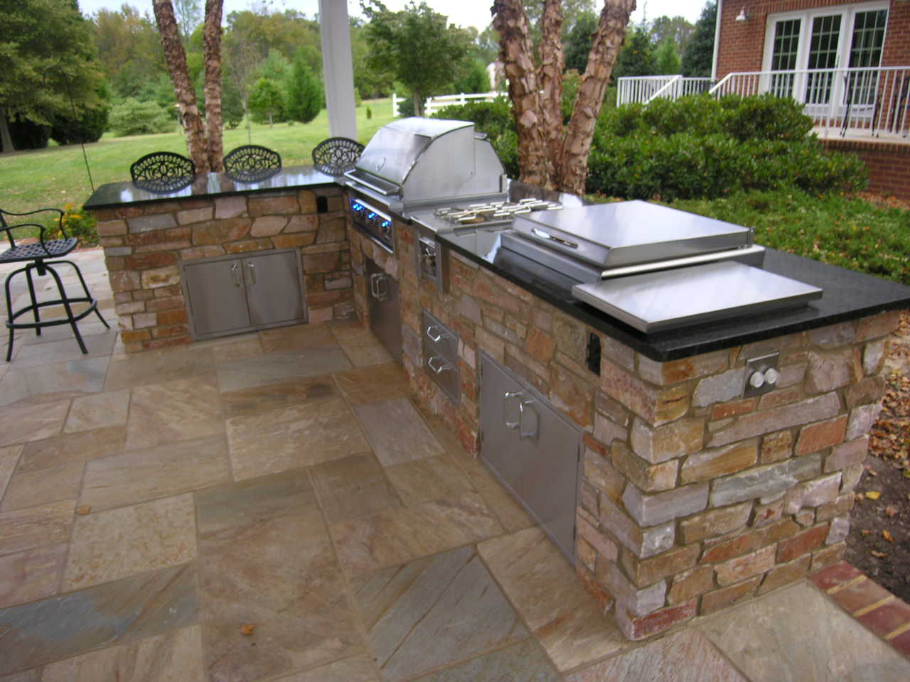 Image of: Outdoor Kitchen Kits