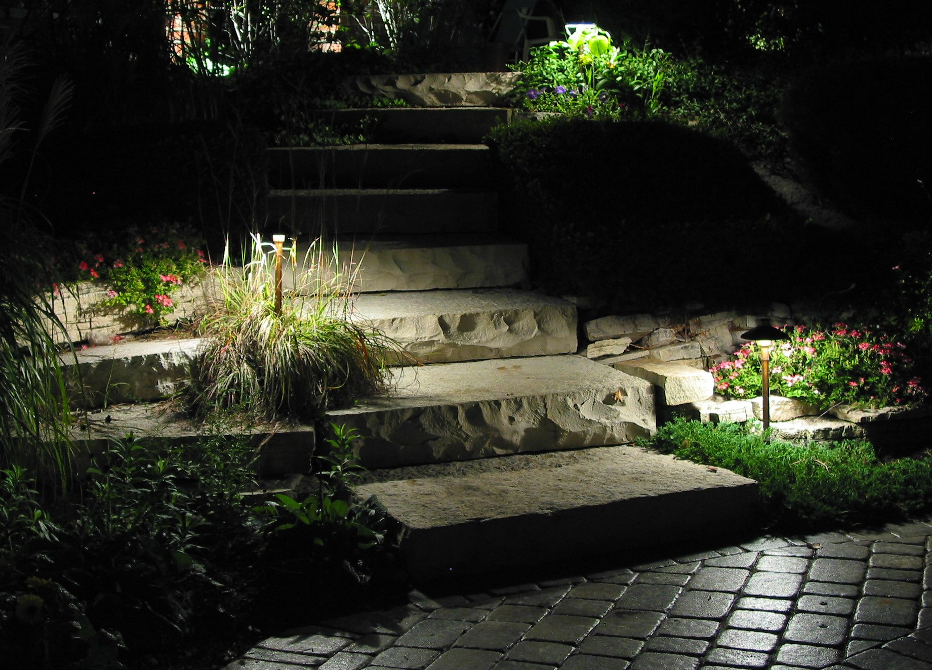 Image of: Outdoor Pathway Lighting Ideas