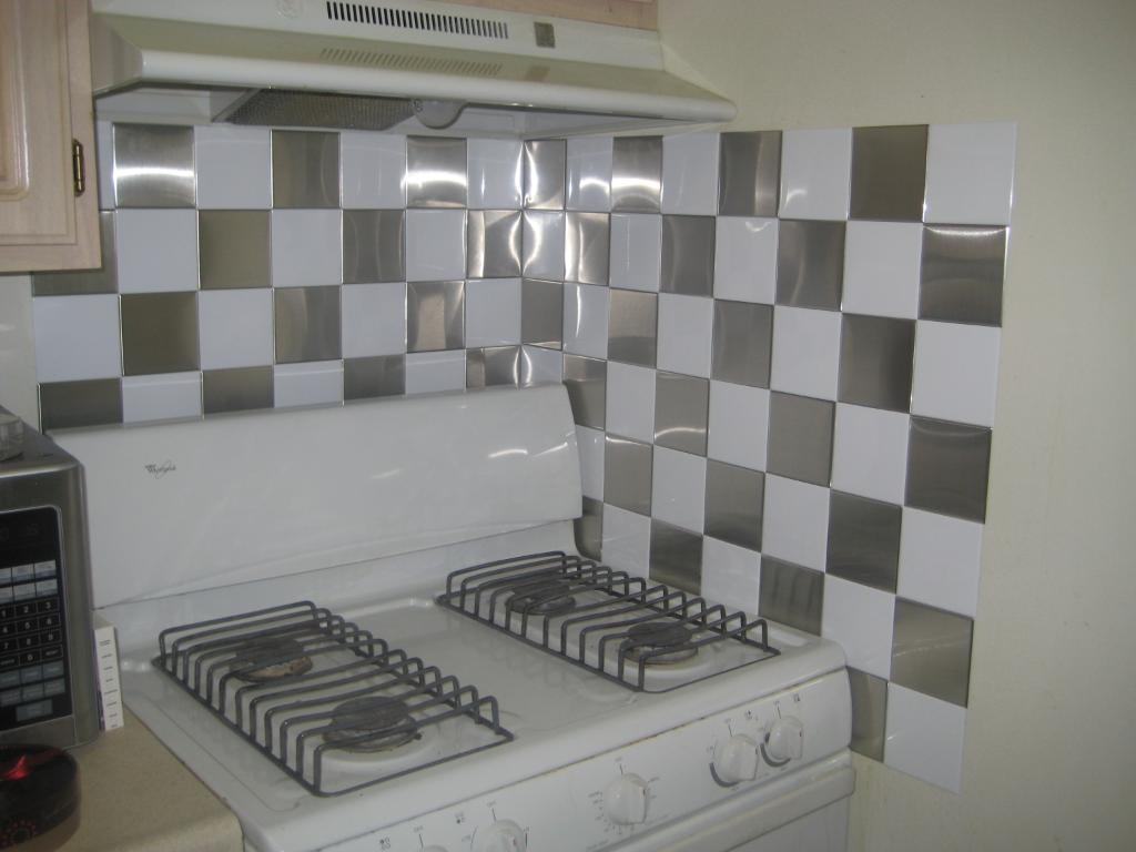 Image of: Peel And Stick Backsplash Tiles Reviews