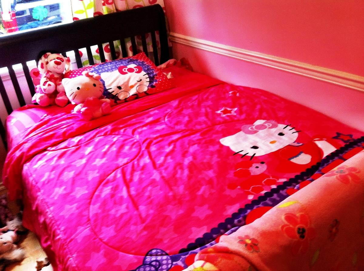 Image of: Queen Size Hello Kitty Bed Set