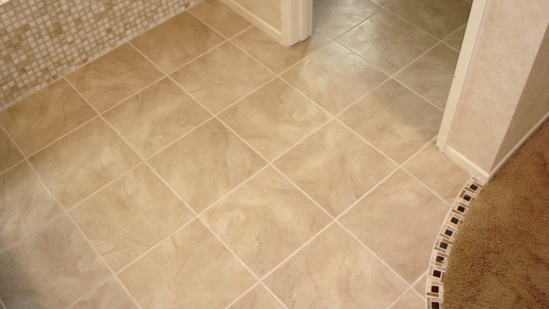 Image of: Small Bathroom Floor Tile Design Ideas