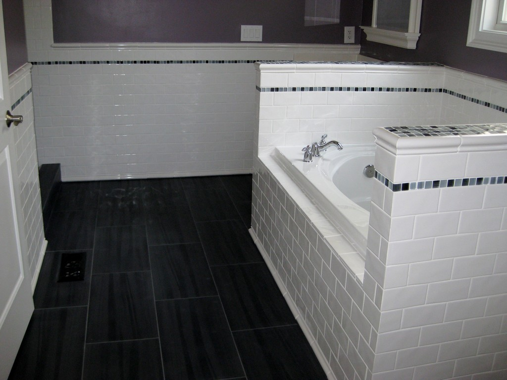 Image of: Small Bathroom Floor Tile