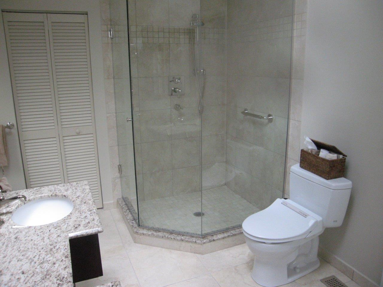 Image of: Small Walk In Shower Design