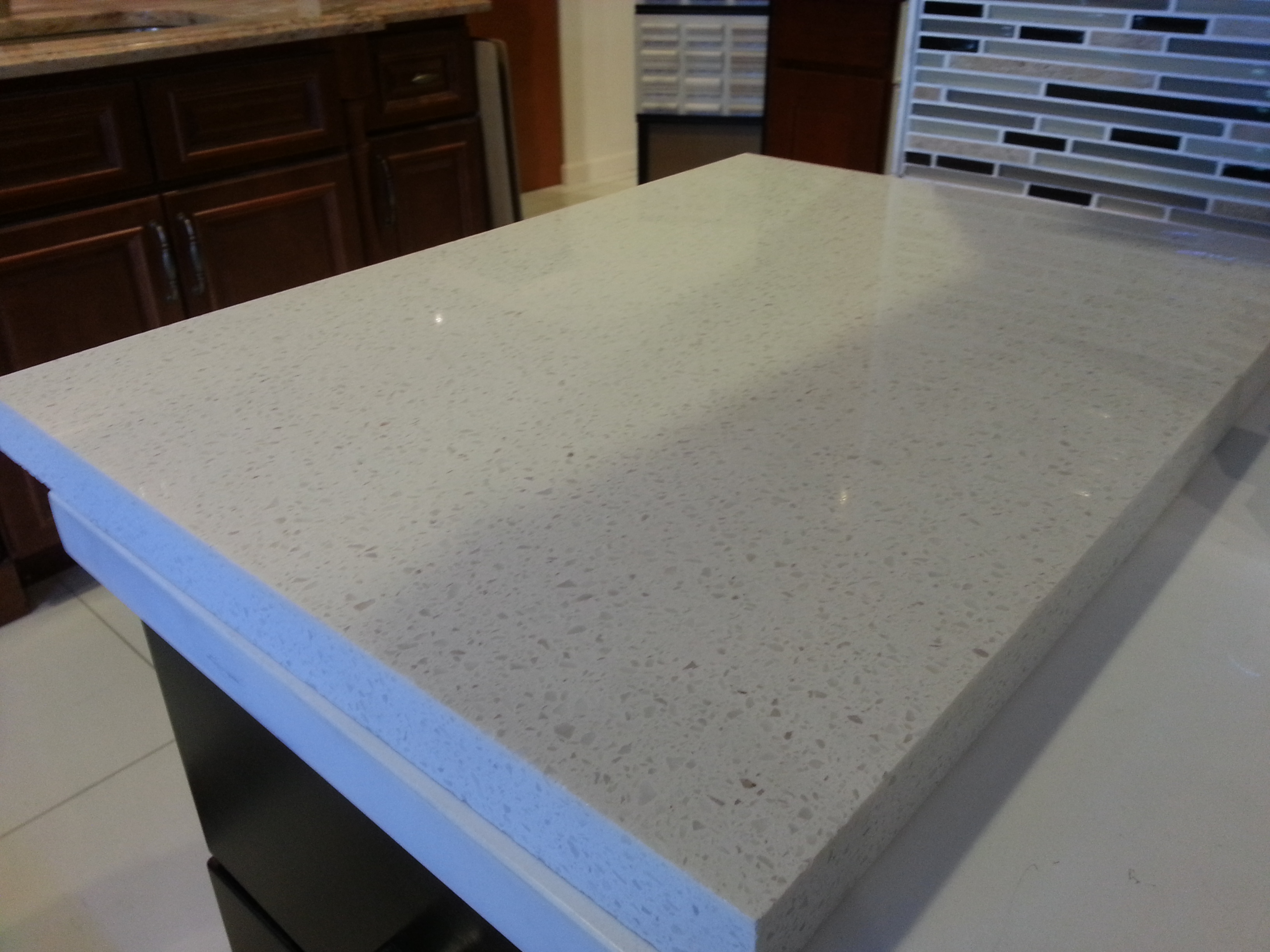 Image of: White Quartz Countertops That Look Like Marble