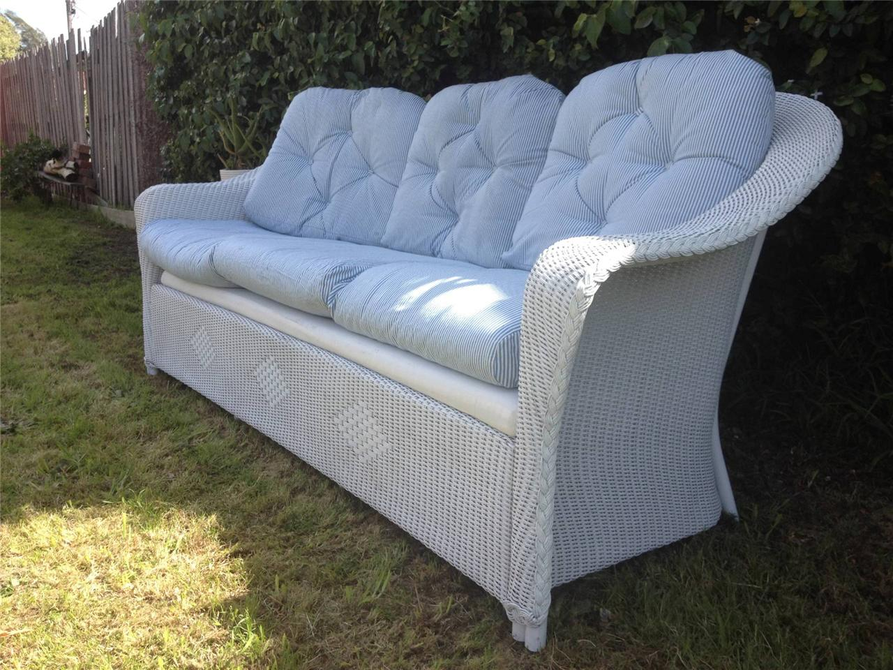 Image of: White Wicker Sofa
