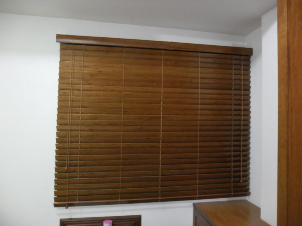 Image of: Wooden Window Blinds Lowes