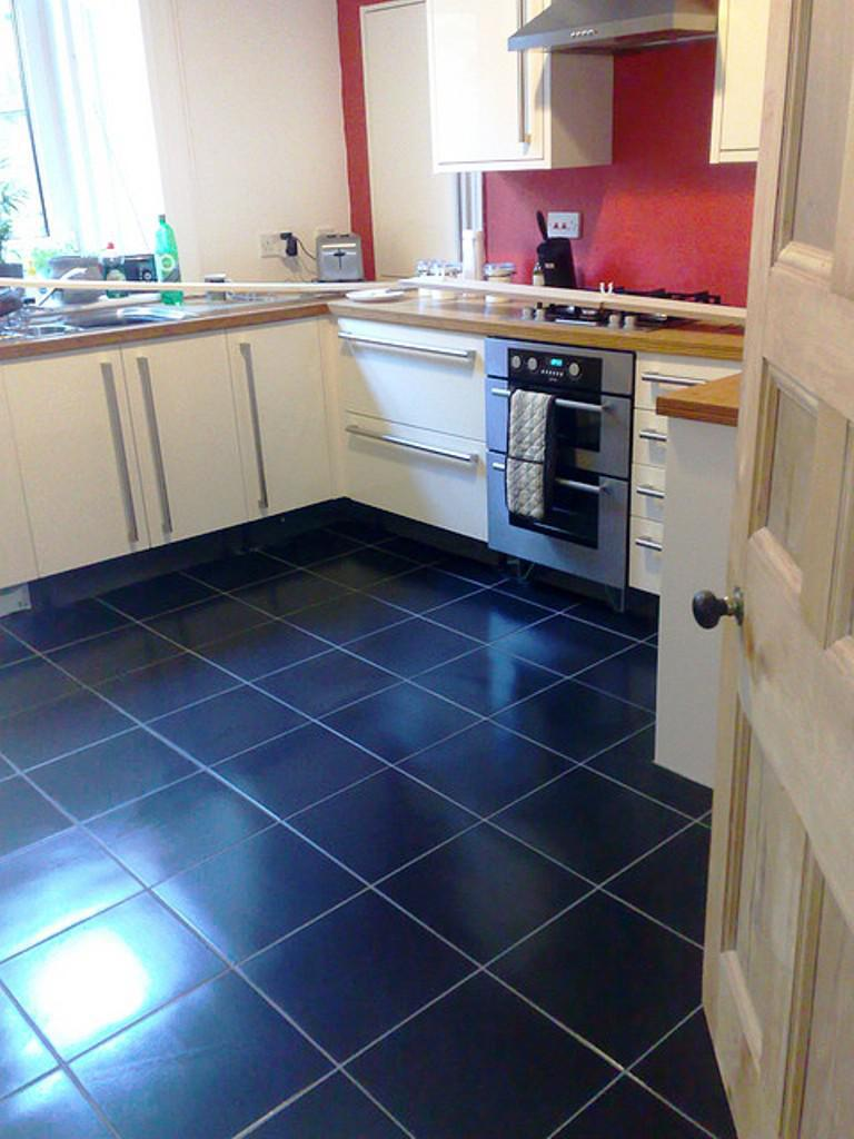 Image of: Kitchen Laminate Flooring