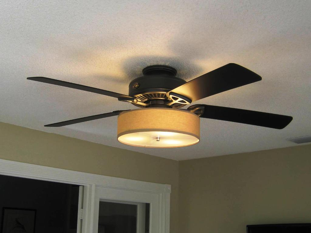 Image of: Low Profile Ceiling Fans With Lights