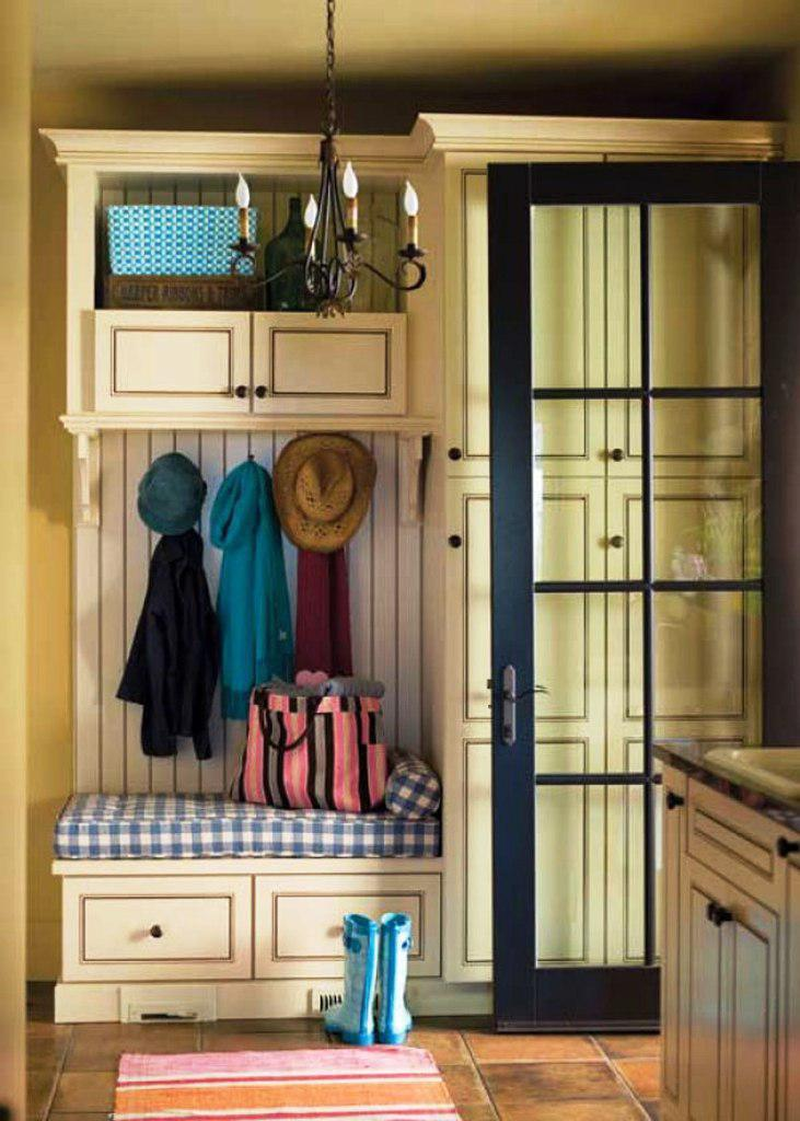 Image of: Mudroom Built In Ideas
