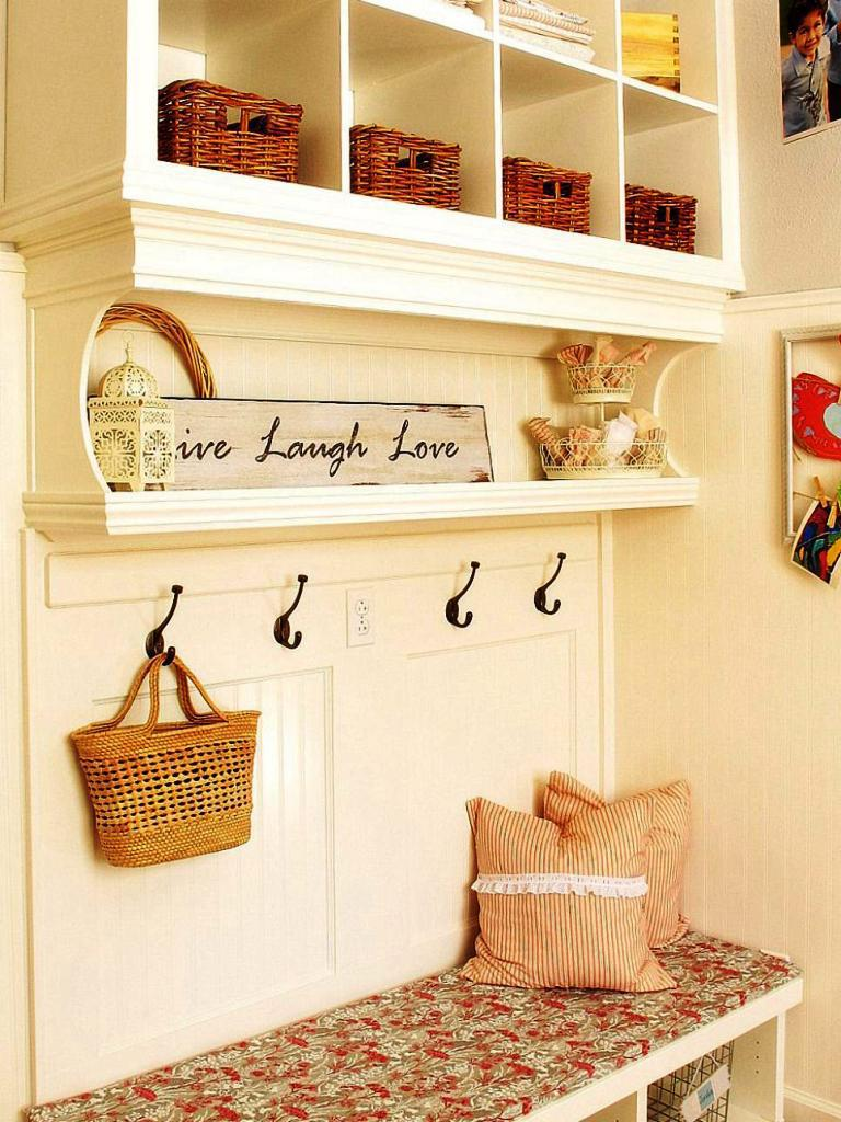 Image of: Simple Mudroom Ideas