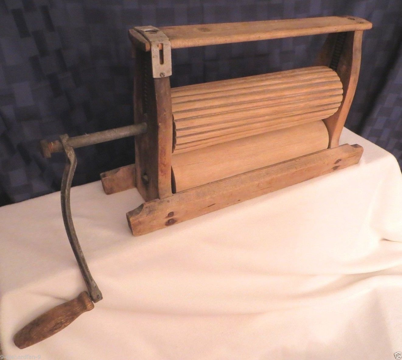 Image of: Antique Laundry Wringer