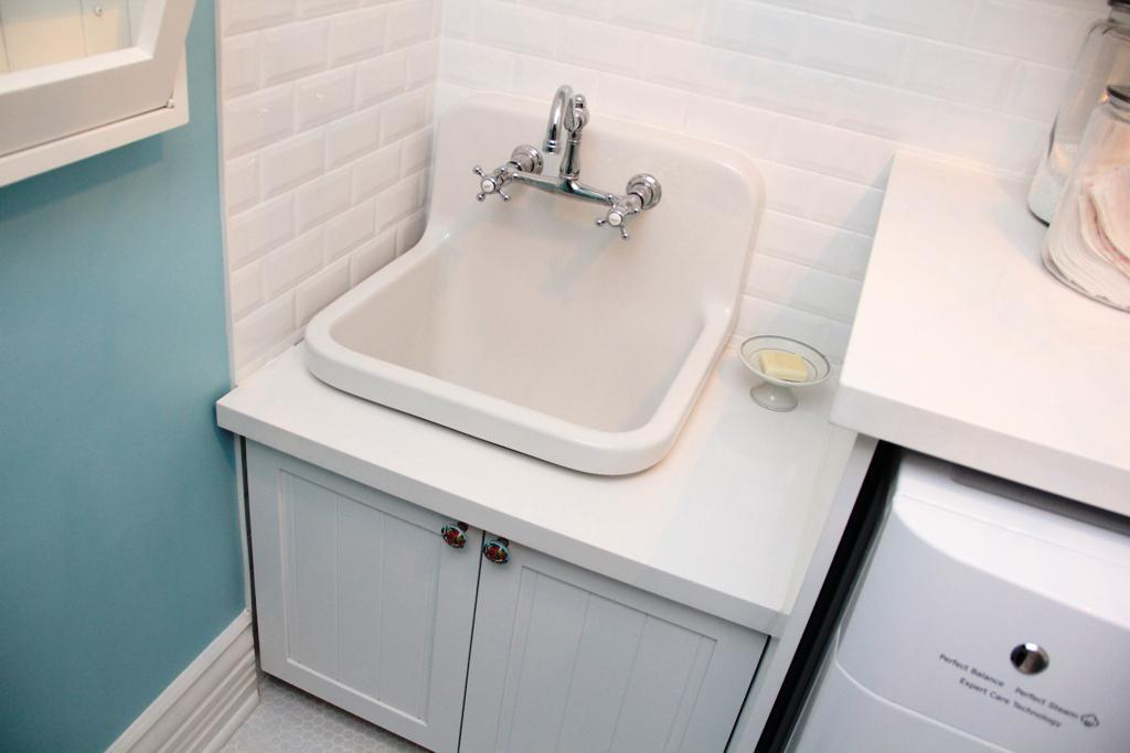 Image of: Drop In Laundry Sink With Drain Board