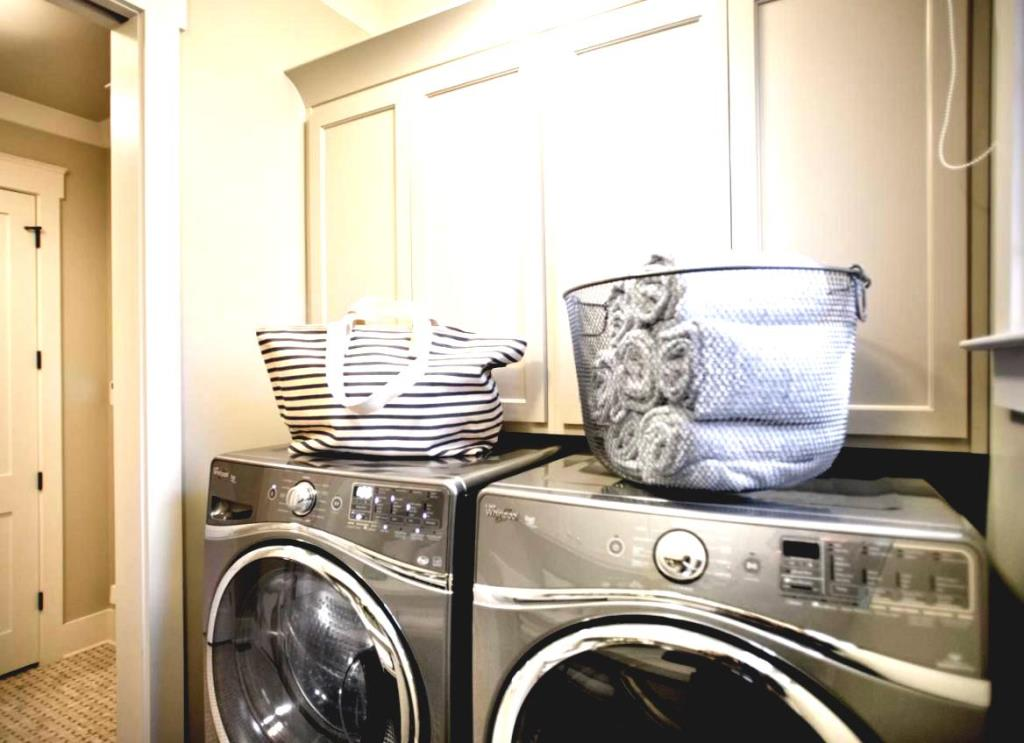 Image of: Laundry Caddy Between Washer And Dryer