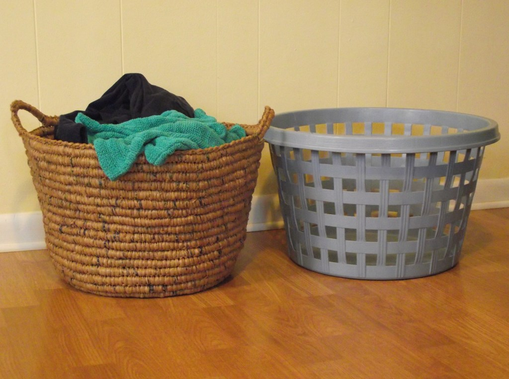 Image of: Plastic Laundry Hamper With Handles