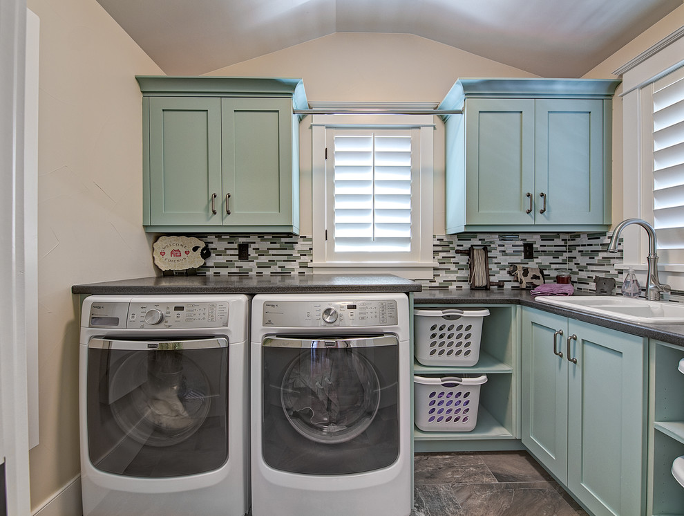 Image of: Small Laundry Room Cabinets