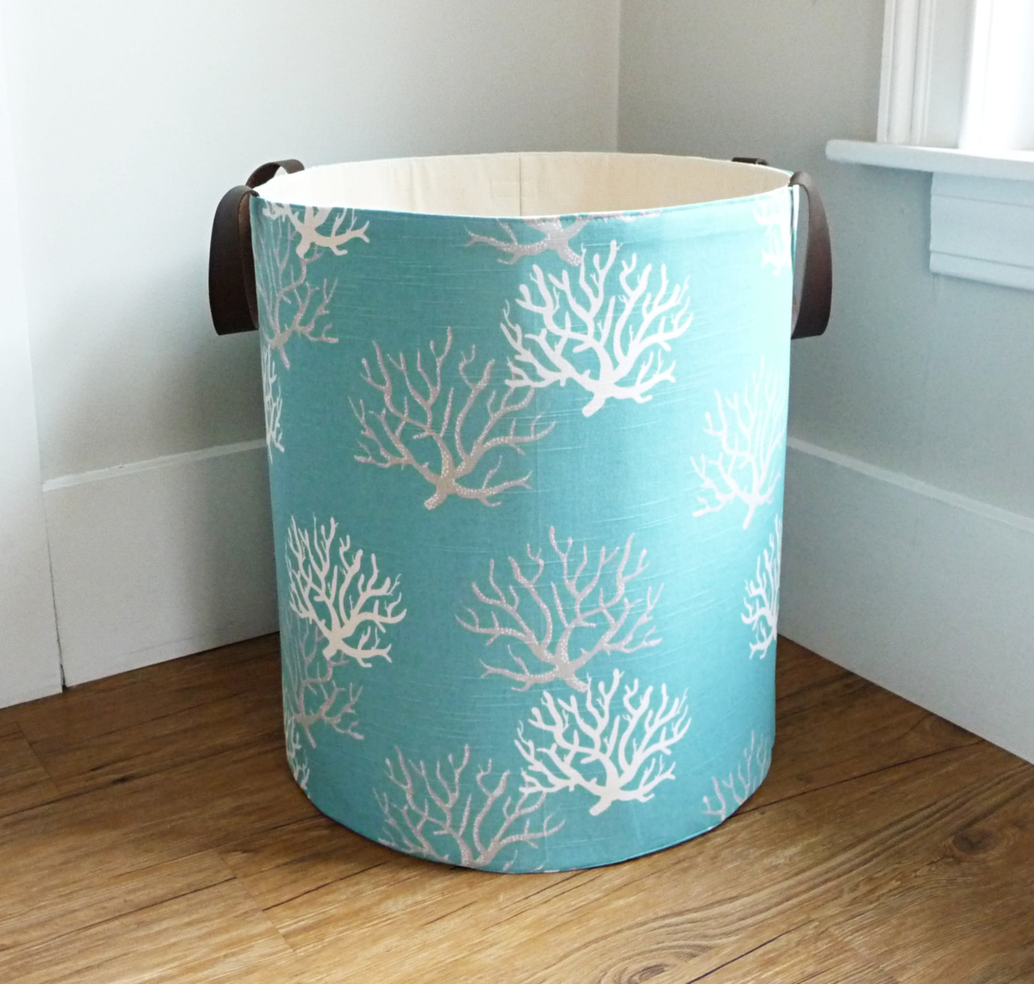 Image of: Unique Laundry Hamper with Lid