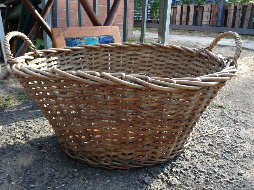 wicker-laundry-basket-large