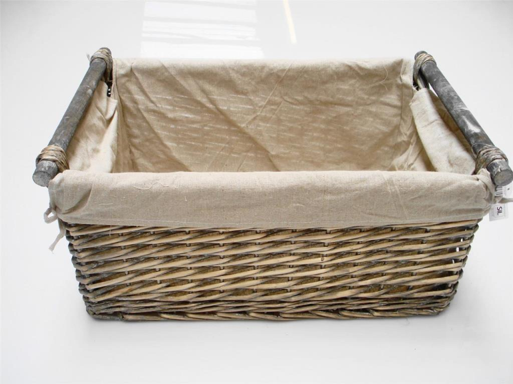 Image of: Wicker Laundry Basket With Liners