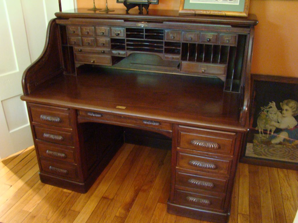 Image of: Amazing Antique Roll Top Desk