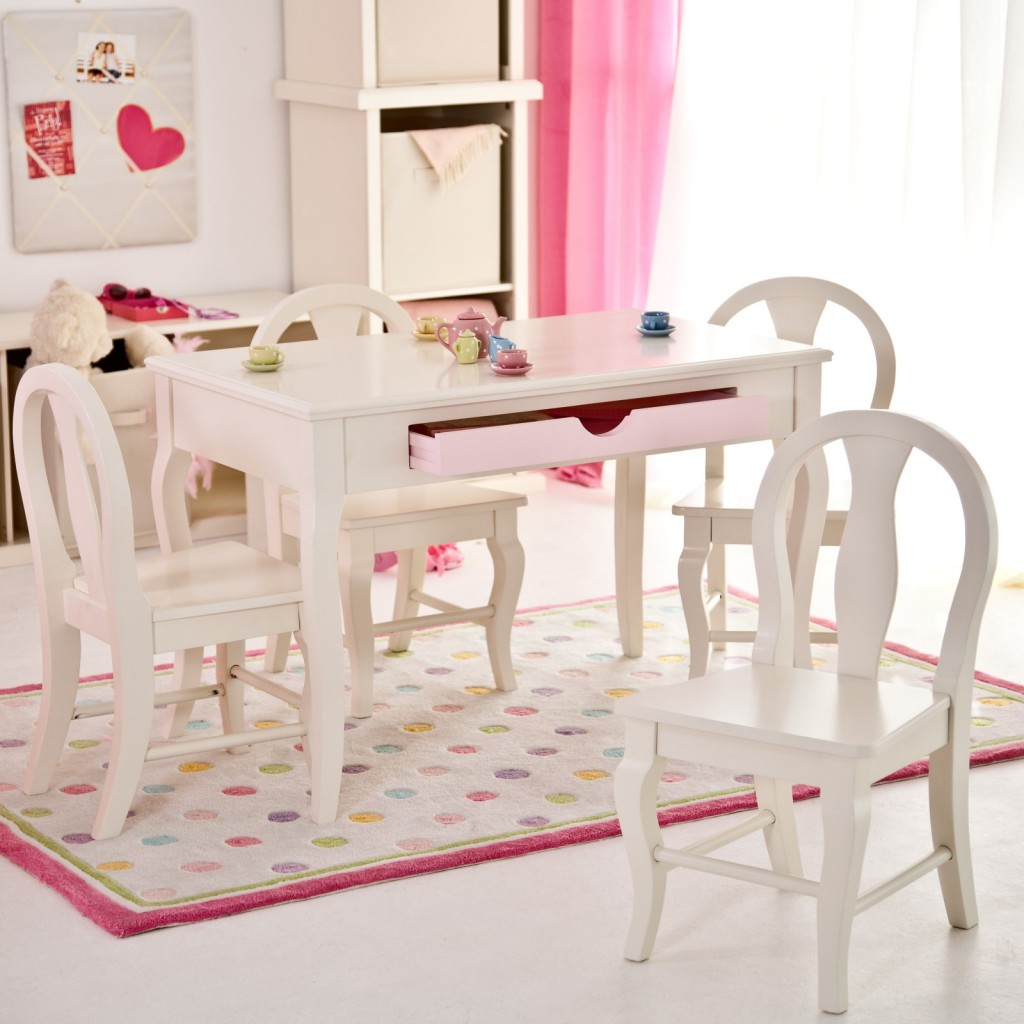 Image of: Best Childrens Desk And Chair Set
