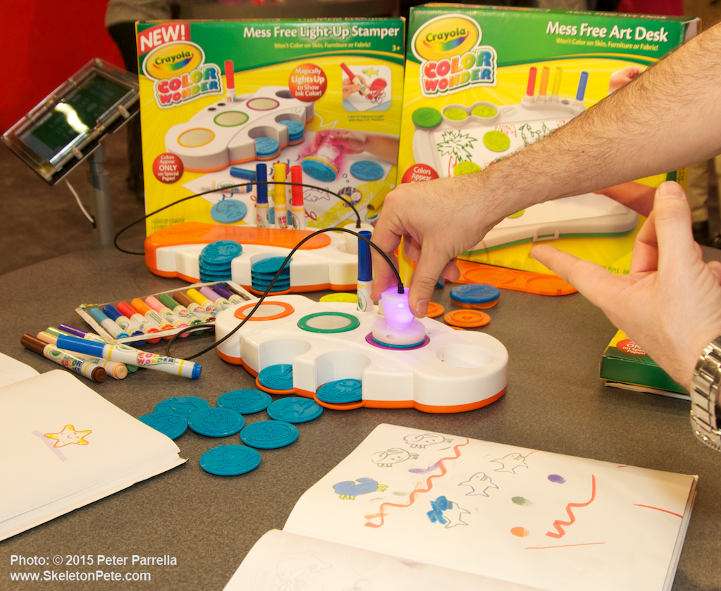 Image of: Crayola Art Desk and Stool