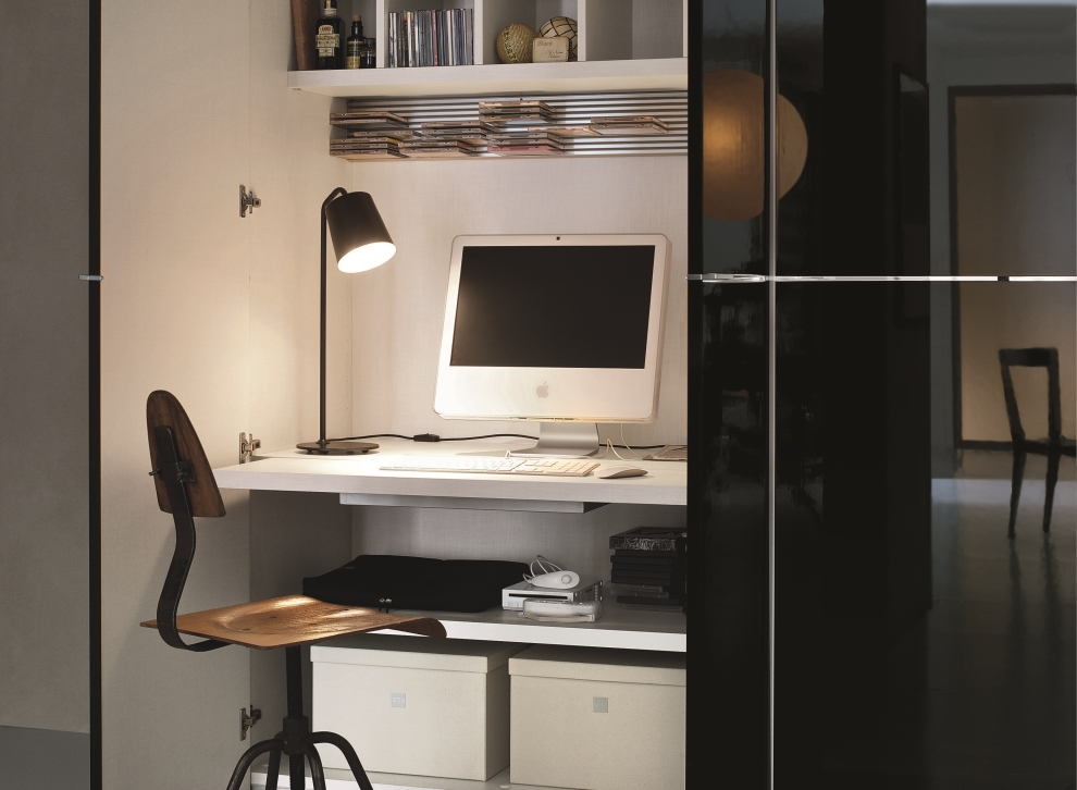 Deep Computer Desk With Wardrobe