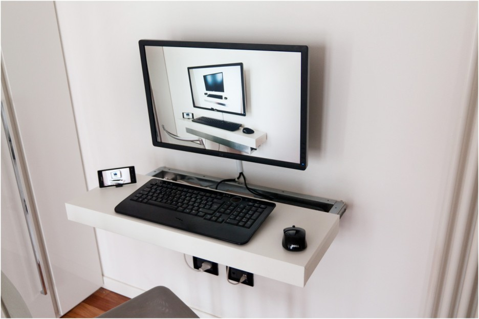 Image of: Floating Computer Desk For Small Spaces