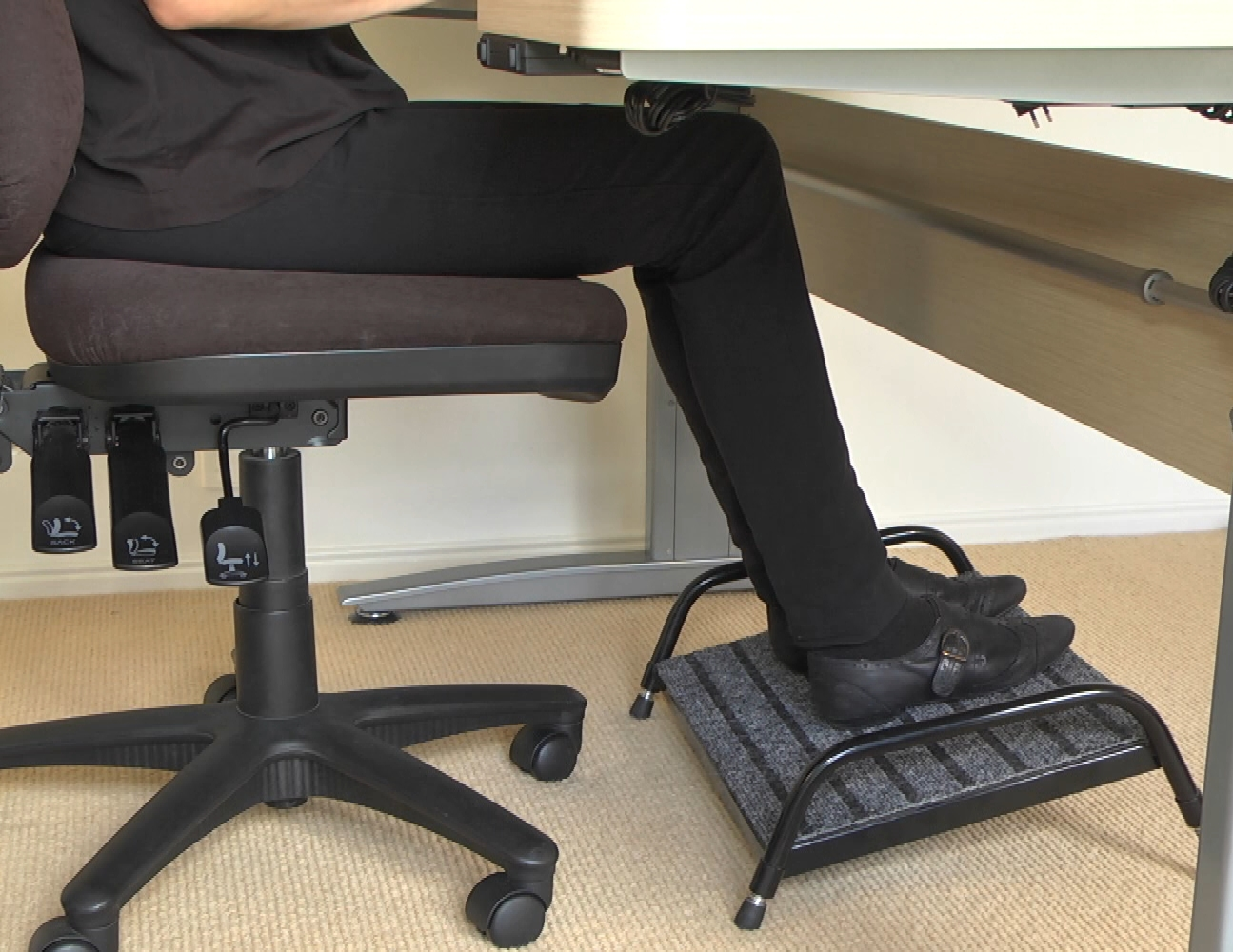 Image of: Image Of Desk Foot Rest
