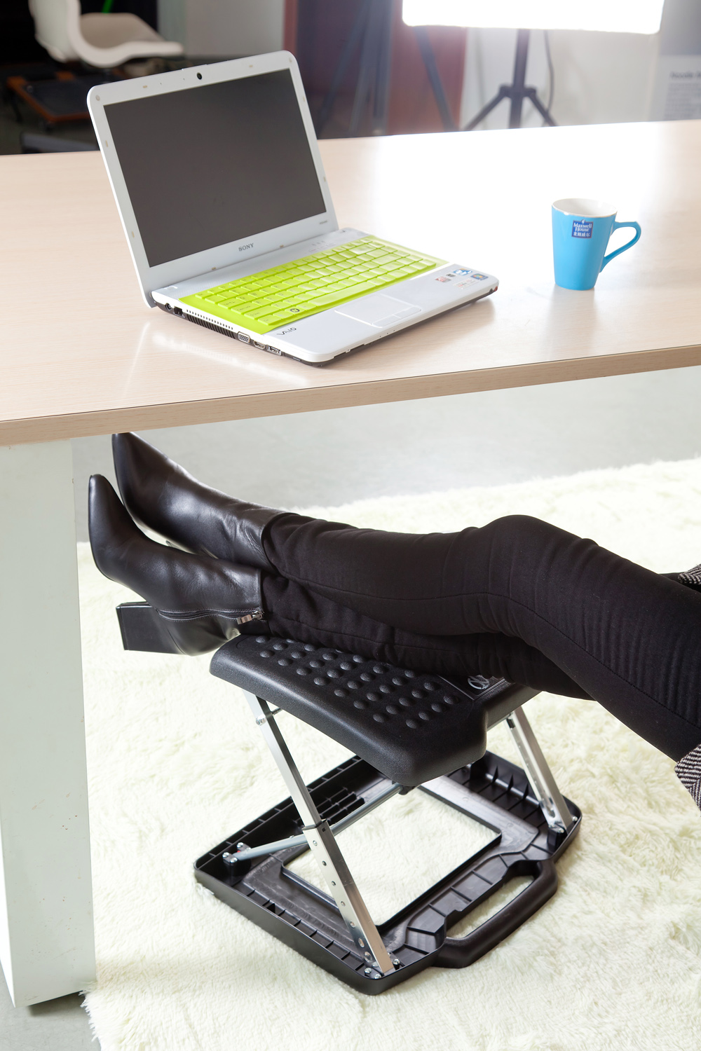 Image of: Modern Desk Foot Rest