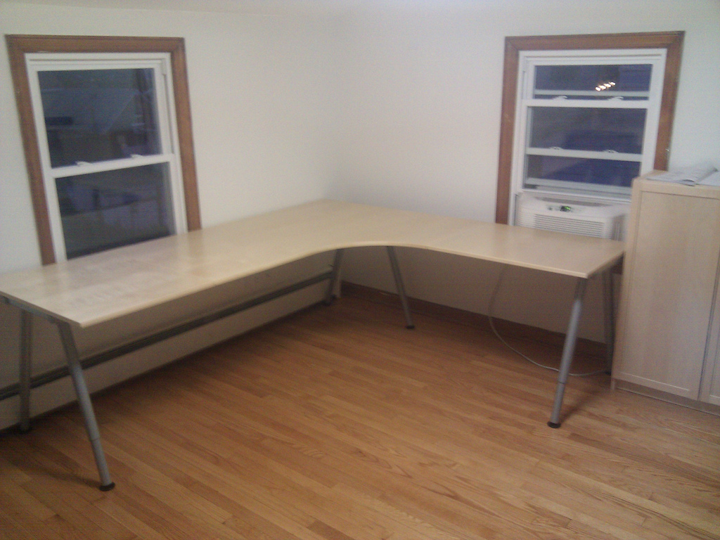 Image of: Simple Corner Computer Desk Ikea