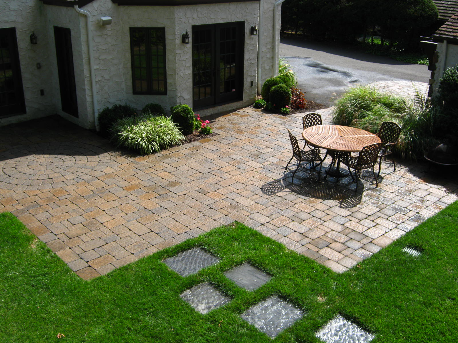 Image of: Backyard Paver Patio Ideas Pictures