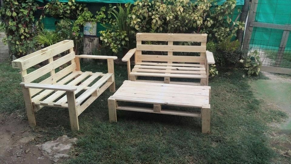Image of: Building A Pallet Patio Ideas