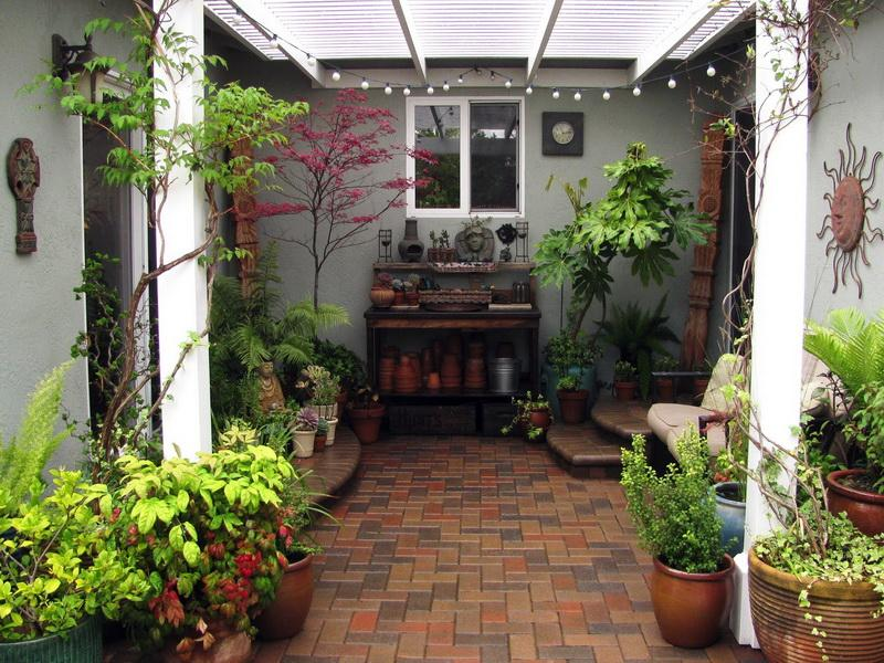 Image of: Enclosed Small Patio Design Ideas