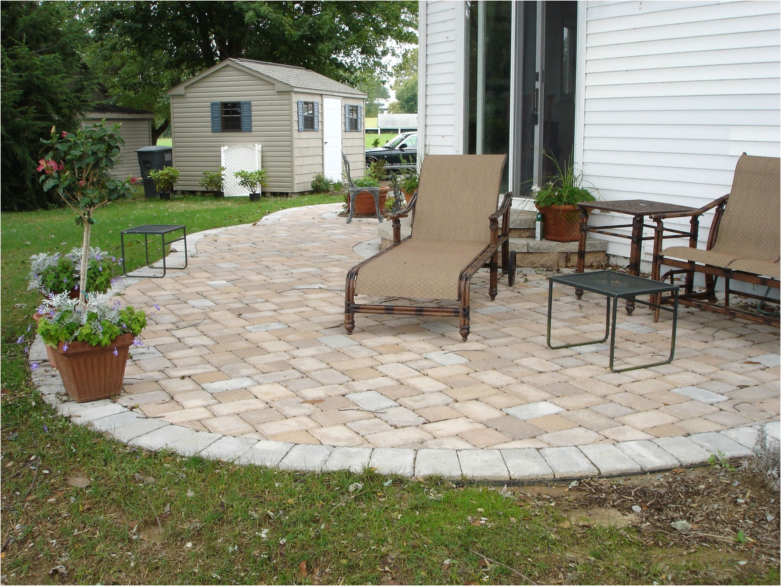 Image of: Outdoor-Patio-Tile-Ideas-Cost