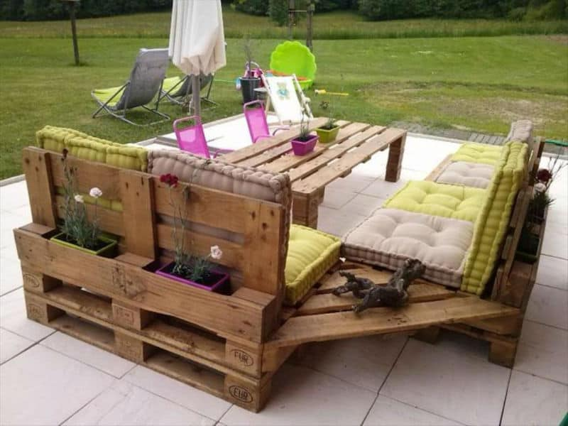 Image of: Pallet Patio Ideas Deck