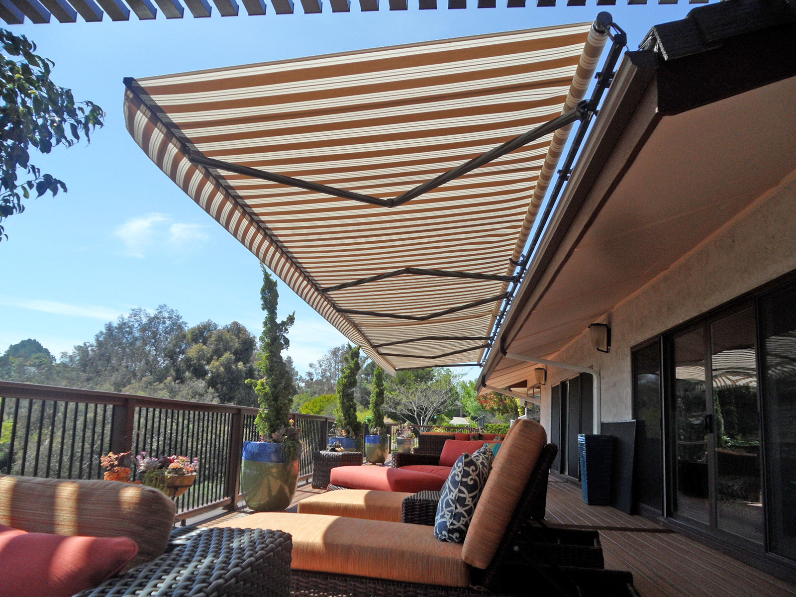 Image of: Retractable Patio Cover Elite