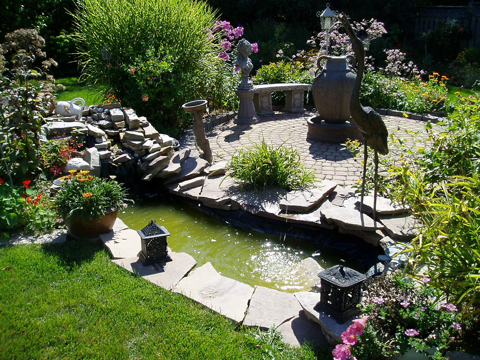 Image of: Small Patio Landscaping Ideas Pond