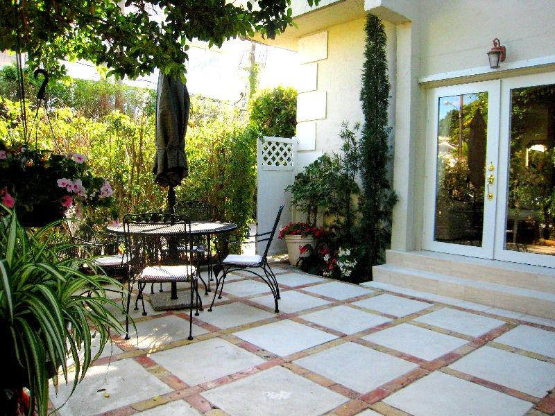 Image of: Townhouse Patio Ideas Patio