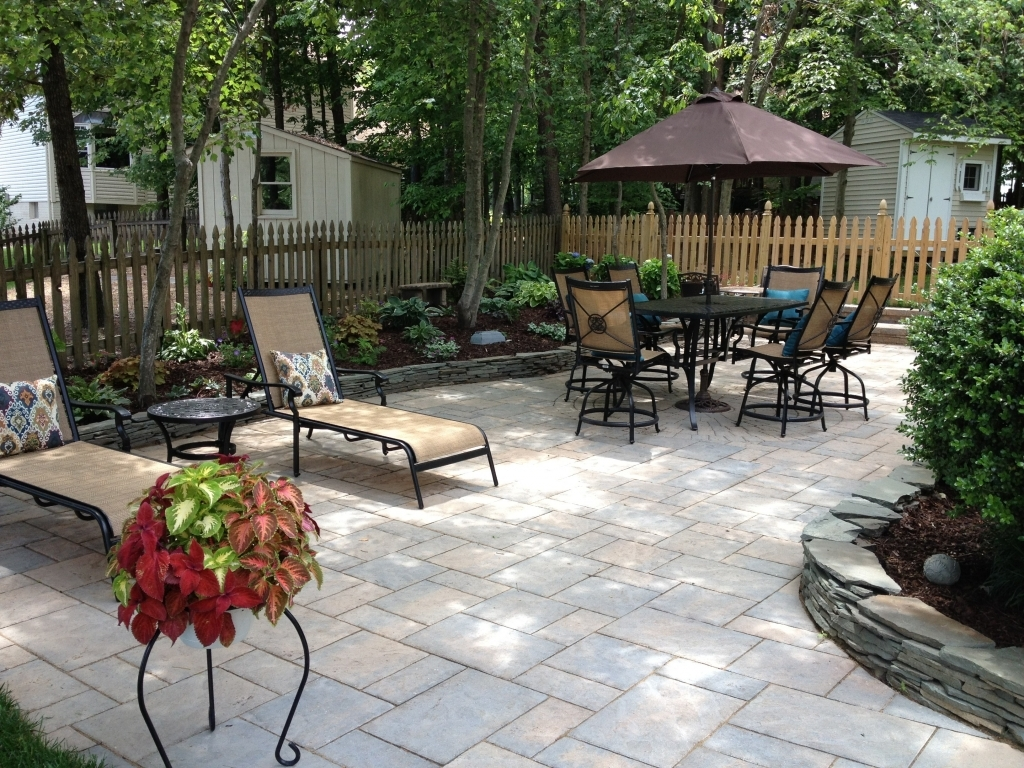 Image of: Paver Stone Patio Design Ideas