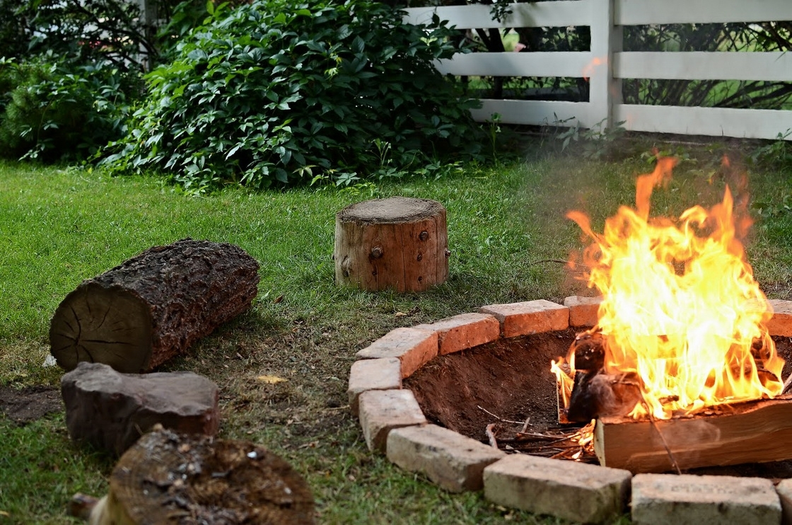 Image of: Awesome Patio With Firepit Ideas