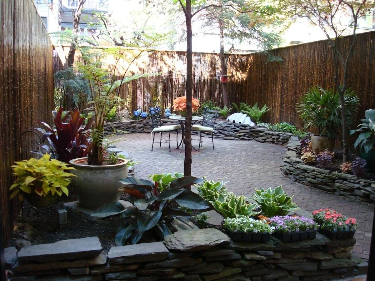 Image of: Cheap Small Patio Landscaping Ideas