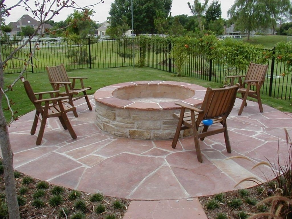 Image of: Cool Patio With Firepit Ideas